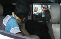 Karma Datang Secara Instan, Mobil Pengedar Sabu-Sabu Tabrak Pohon - JPNN.com