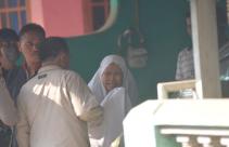 Nenek Rizki Menangis Saat Rumahnya Kembali Digeledah Densus 88 Antiteror - JPNN.com