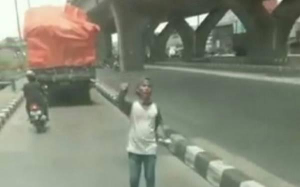 Polisi Bekuk Pemalak Sopir Truk di Pelabuhan Tanjung Priok - JPNN.com