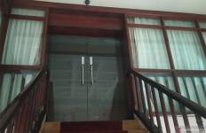 Wali Kota Medan Kena OTT, Ruangannya Gelap, Sapu Merah Muda Mengganjal Pintu - JPNN.com