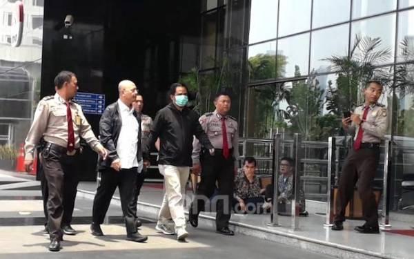 Dramatis! Ajudan Wali Kota Medan Serang Petugas KPK Sebelum Kabur - JPNN.com