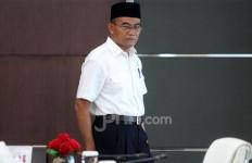 Jokowi Mengira Muhadjir Effendy Naik Panggung Mau Mengaji, Ternyata Menyanyi - JPNN.com