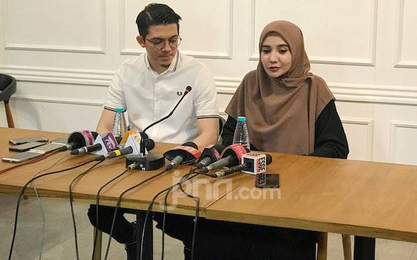 Irwansyah Dilaporkan, Zaskia Sungkar: Medina Zein Pernah Jual Tas Palsu - JPNN.com