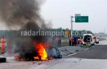 Video Detik-detik Kecelakaan Maut yang Menewaskan 4 Orang di JTTS - JPNN.com