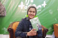 Syakir Daulay Ingatkan Para Jomlo untuk Bersyukur Lewat Buku Ijo Tomat - JPNN.com