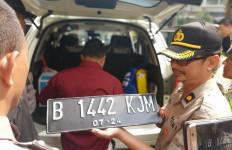 Jelang Pelantikan Presiden, Polisi Senjata Tajam di Mobil B 1 RI - JPNN.com