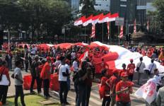 Jokowi Dilantik, Relawan Bentangkan Bendera Merah Putih Sepanjang 200 Meter - JPNN.com