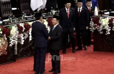 Standing Applause untuk Pak JK di Pelantikan Jokowi - Ma'ruf - JPNN.com