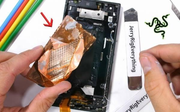 Detik-Detik YouTuber JerryRig Menguliti Asus ROG Phone 2, Ternyata! - JPNN.com