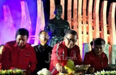 Jokowi Dilantik Lagi, PDIP Tumpengan di Tugu Proklamasi - JPNN.com