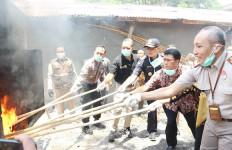 Berpotensi Membahayakan, Ratusan Ribu Barang Ilegal Dimusnahkan - JPNN.com