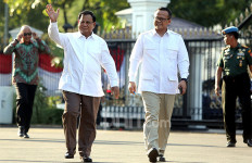 Prabowo Subianto Tiba di Istana, Riza Patria: Pak Jokowi Sudah Paham - JPNN.com
