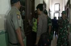 Pasangan Kumpul Kebo Kaget Lihat TNI dan Polisi di Depan Kamar, Mau Kabur? - JPNN.com