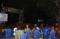 Keren…Warga Pedalaman Papua Menikmati Film yang Diputar Satgas TNI - JPNN.com