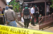 Densus 88 Geledah Rumah Terduga Teroris Lampung, Sejumlah Bahan Peledak Ditemukan - JPNN.com