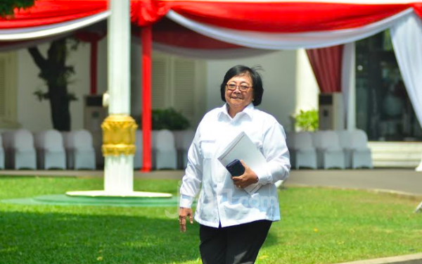 Jokowi Masih Mempertahankan Siti Nurbaya Bakar di Kabinet Baru - JPNN.com