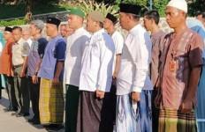ASN Pria di Pemkab Bogor Pakai Sarung - JPNN.com