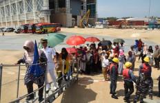 Masyarakat Brunei Antusias Sambut Kapal Perang TNI AL - JPNN.com
