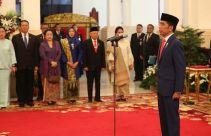 Kabinet Indonesia Maju: Megawati Utus Puan Maharani Menemui Bu Risma, Ini Hasilnya - JPNN.com