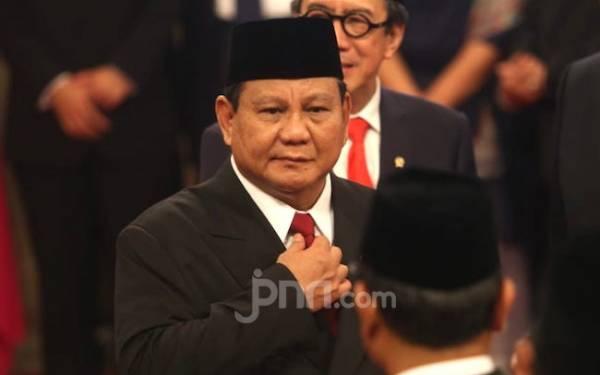 Jumatan di Kemenhan, Prabowo Subianto jadi Pusat Perhatian - JPNN.com