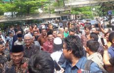 Ikut Jumatan Bareng Nadiem, Driver GoJek: Kami Saling Mendukung - JPNN.com