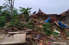 Puting Beliung Terjang Cianjur, Rumah Warga Rusak Berat - JPNN.com