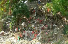 Bau Tak Sedap, Ada Tumpukan Sampah Popok di Sungai - JPNN.com