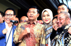 Konon Calon Kapolri Idham Azis Punya Keluarga Sakinah Mawadah Warrahmah - JPNN.com