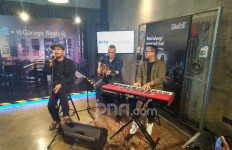 Vokalis Andra and The Backbone Ternyata Doyan Memodifikasi Motor - JPNN.com