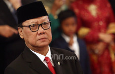 Menteri Tjahjo Pecat 73 PNS yang Doyan Bolos Hingga jadi Calo CPNS - JPNN.com