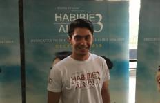 Demi BJ Habibie Muda, Reza Rahadian Turunkan Berat Badan - JPNN.com