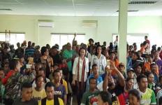 Pekerja Migran Meninggal Saat Antre Perpanjangan Paspor di Kuala Lumpur, Begini Respons Aryani DPR - JPNN.com
