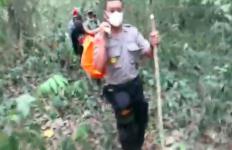 Mayat Perempuan Misterius di Lereng Gunung, di Sampingnya Ada Karung Isi Uang Belasan Juta - JPNN.com