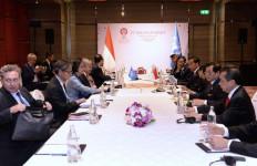 KTT ke-22 ASEAN - RRT, Jokowi Singgung Perundingan Laut China Selatan - JPNN.com