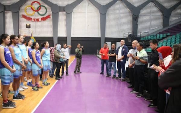 Tinjau Pelatnas Basket Putri di Surabaya, Menpora Berjanji Bantu Naturalisasi Atlet - JPNN.com