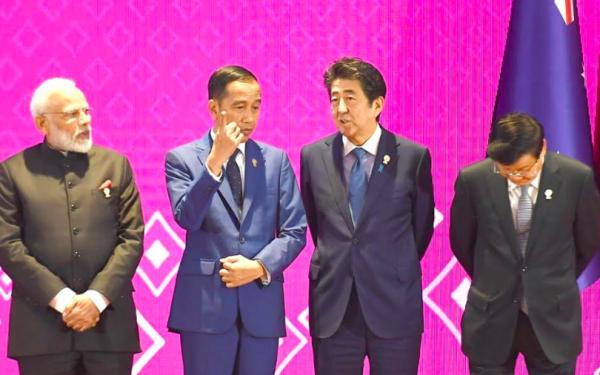 KTT Asia Timur, Jokowi Tegaskan Indonesia Tolak Sampah dari Luar Negeri - JPNN.com