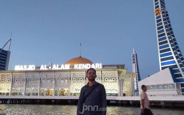 Al-Alam, Masjid Megah yang Dibangun di Tengah Teluk Kota Kendari - JPNN.com