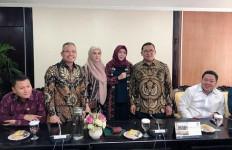 Batal Jenguk Ahmad Dhani, Mulan Jameela Sibuk Rapat dengan Fadli Zon - JPNN.com