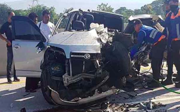 Berita Duka, Iptu Ainur Rofiq Meninggal Dunia Saat Mobil Rombongan Polisi Kecelakaan - JPNN.com