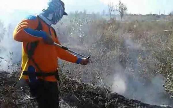 Lahan Gunung Salak Terbakar, Penyebabnya Puntung Rokok - JPNN.com