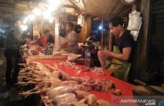 Ibu Rumah Tangga Keluhkan Harga Daging Ayam - JPNN.com