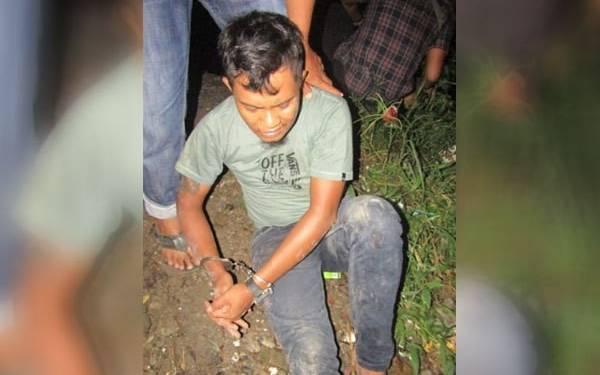 Puluhan Polisi Gerebek Kampung Kubur, Tersangka Narkoba Terjun ke Sungai - JPNN.com