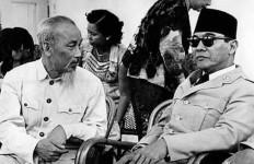 Cerita tentang Bu Mega Penasaran pada Kebiasaan Paman Ho Bersandal - JPNN.com