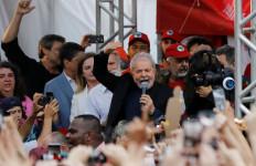 Bebas dari Penjara, Eks Presiden Brasil Langsung Ajak Pendukung Demo - JPNN.com