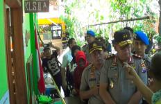 Kapolda Jatim Geleng-Geleng Kepala Lihat Bangunan SDN Gentong yang Roboh - JPNN.com