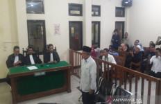 Disaksikan Anggota 'Empat Sekawan', Pelawak Qomar Divonis 17 Bulan Penjara - JPNN.com