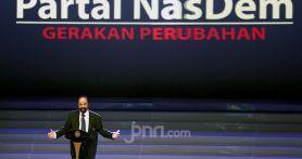 Politik Dua Kaki NasDem Menguntungkan Jokowi