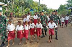 Begini Cara Cerdas Anggota TNI di Perbatasan RI-PNG Memaknai Hari Pahlawan - JPNN.com