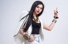 Sukses di YouTube, Julia Vio Dilirik Erie Suzan - JPNN.com