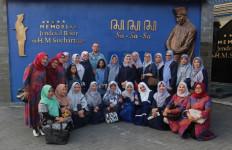 Sekolah Kesatuan Bangsa Memberikan Santunan kepada Yatim Piatu - JPNN.com